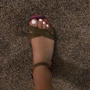 TOMS sandals ☀️